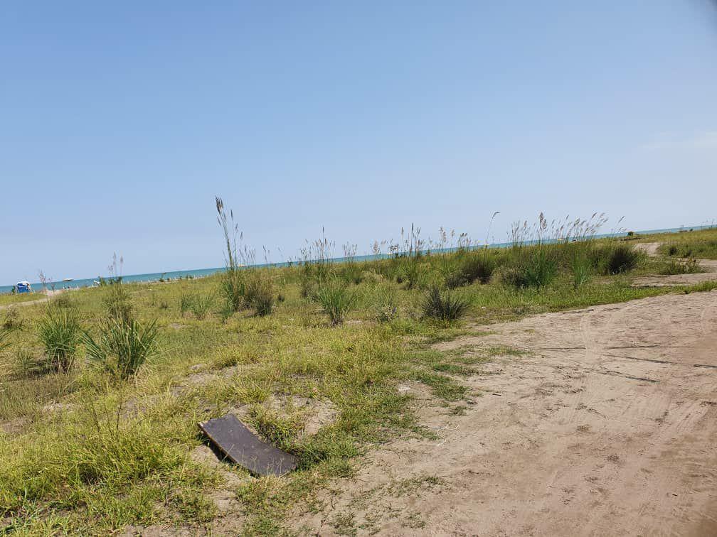 زمین براول ساحل دریا